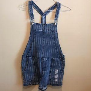 NWT Z supply pinstripe overalls shorts Medium